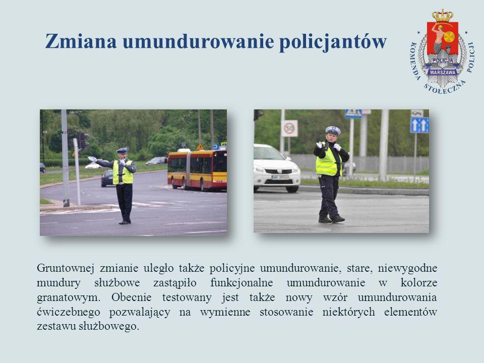 Zmiana umundurowanie policjantów Gruntownej zmianie uległo także policyjne umundurowanie, stare, niewygodne mundury służbowe zastąpiło funkcjonalne umundurowanie w kolorze granatowym.
