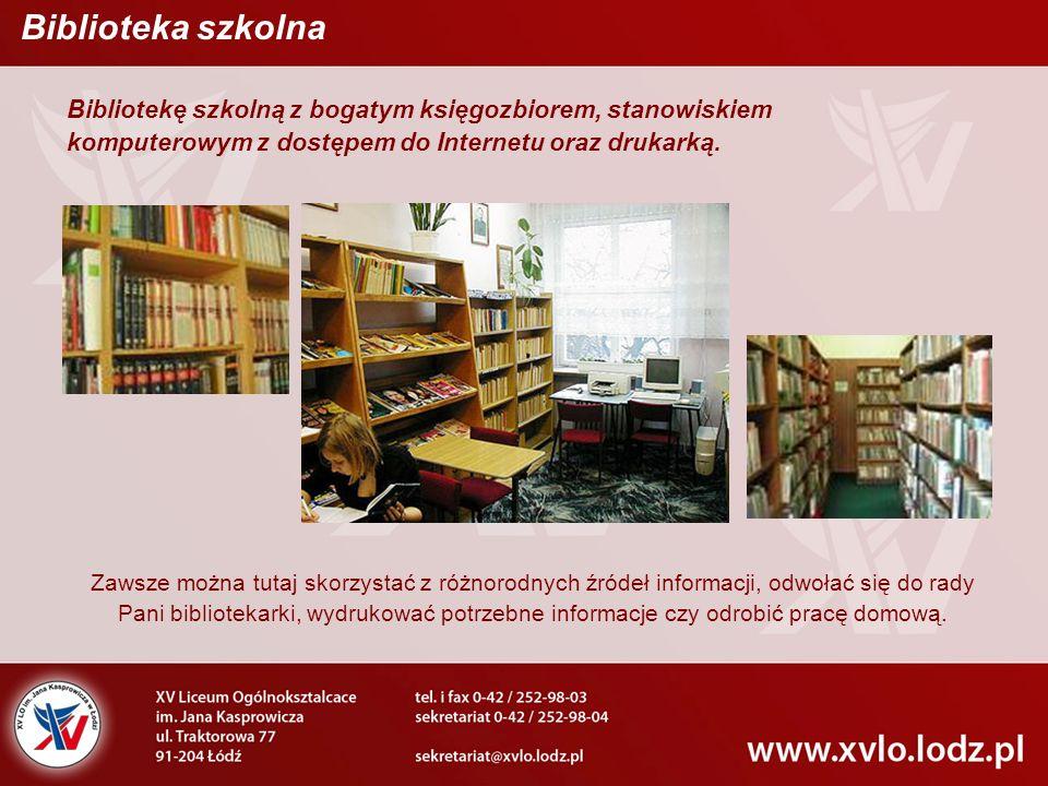 Bibliotekę szkolną z bogatym księgozbiorem, stanowiskiem komputerowym z dostępem do Internetu oraz drukarką. Zawsze można tutaj skorzystać z różnorodn