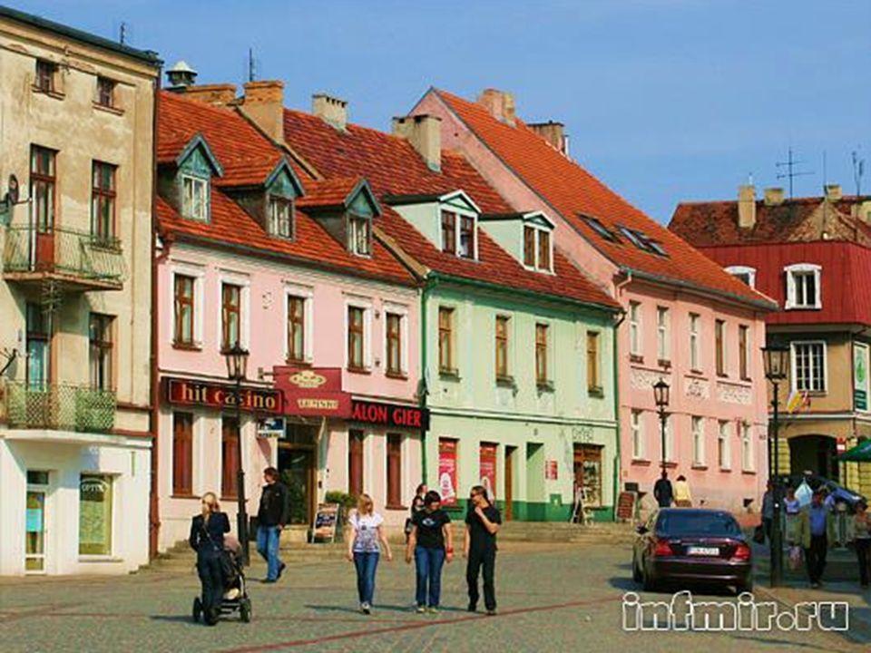 Gnieźnieńska starówka charakteryzuje się dużą różnorodnością pod względem stylów architektonicznych.