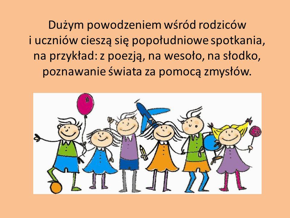 Dużym powodzeniem wśród rodziców i uczniów cieszą się popołudniowe spotkania, na przykład: z poezją, na wesoło, na słodko, poznawanie świata za pomocą zmysłów.