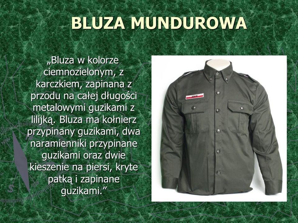 """BLUZA MUNDUROWA """"Bluza w kolorze ciemnozielonym, z karczkiem, zapinana z przodu na całej długości metalowymi guzikami z lilijką."""