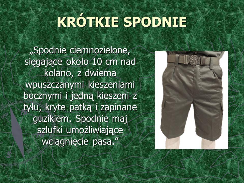 """KRÓTKIE SPODNIE """"Spodnie ciemnozielone, sięgające około 10 cm nad kolano, z dwiema wpuszczanymi kieszeniami bocznymi i jedną kieszeni z tyłu, kryte patką i zapinane guzikiem."""
