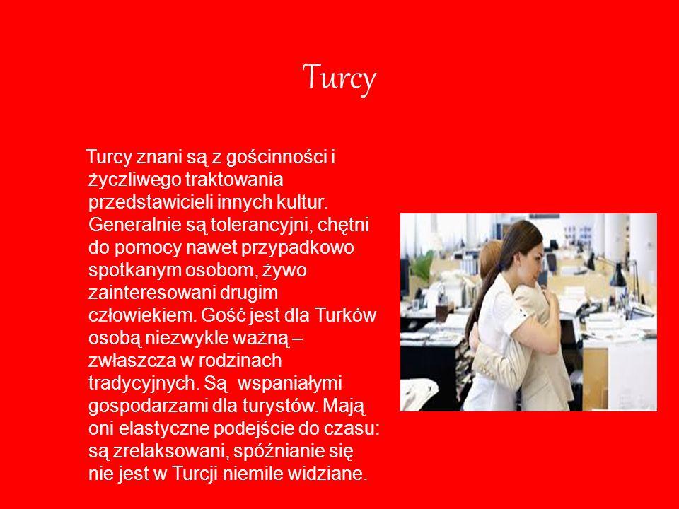 Turcy Turcy znani są z gościnności i życzliwego traktowania przedstawicieli innych kultur. Generalnie są tolerancyjni, chętni do pomocy nawet przypadk