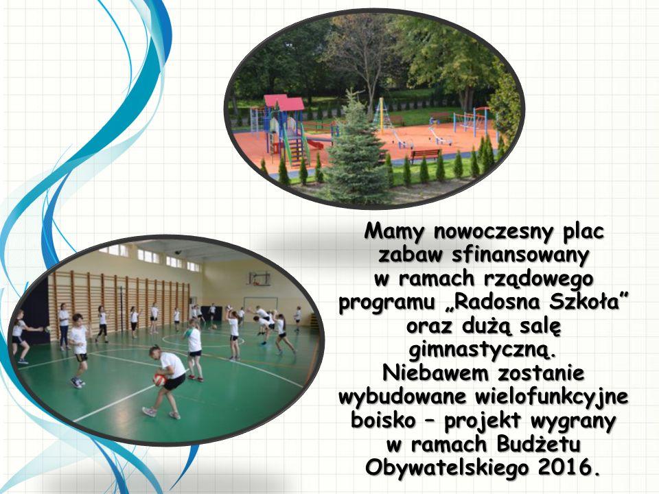 """Mamy nowoczesny plac zabaw sfinansowany w ramach rządowego programu """"Radosna Szkoła oraz dużą salę gimnastyczną."""