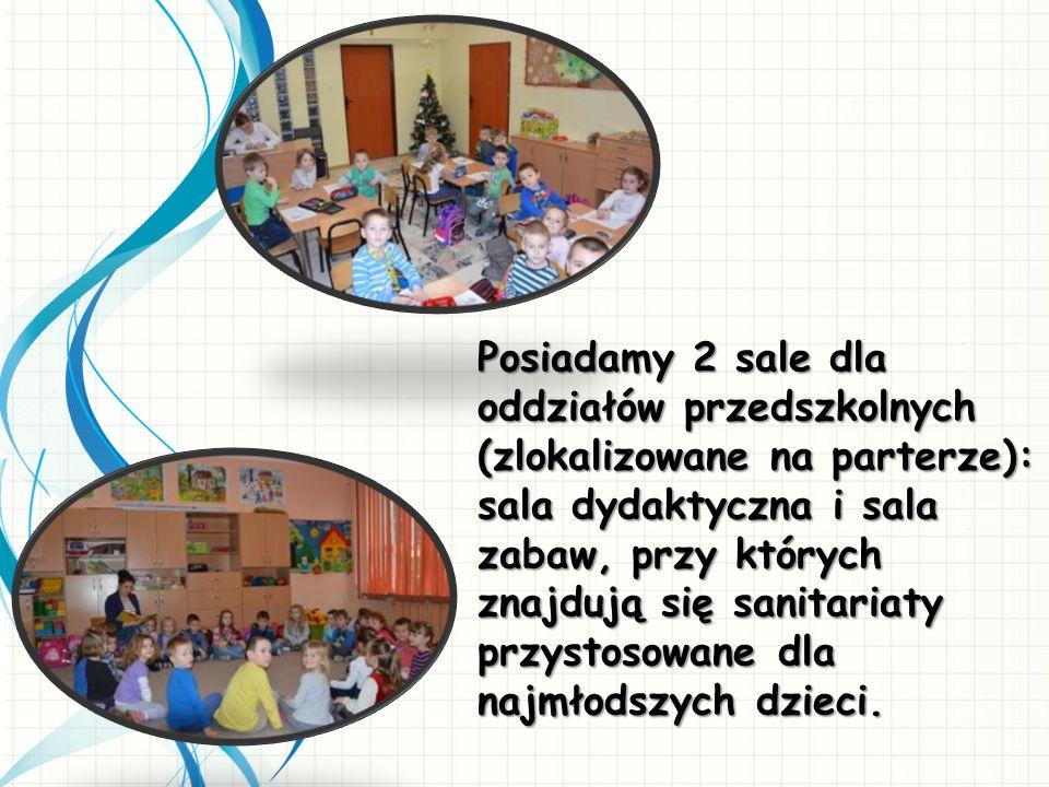 Posiadamy 2 sale dla oddziałów przedszkolnych (zlokalizowane na parterze): sala dydaktyczna i sala zabaw, przy których znajdują się sanitariaty przyst