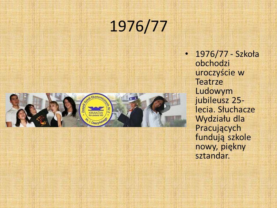 1976/77 1976/77 - Szkoła obchodzi uroczyście w Teatrze Ludowym jubileusz 25- lecia. Słuchacze Wydziału dla Pracujących fundują szkole nowy, piękny szt