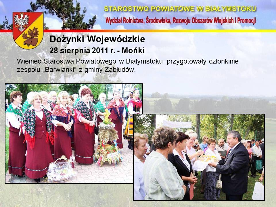 """Wieniec Starostwa Powiatowego w Białymstoku przygotowały członkinie zespołu """"Barwianki z gminy Zabłudów."""