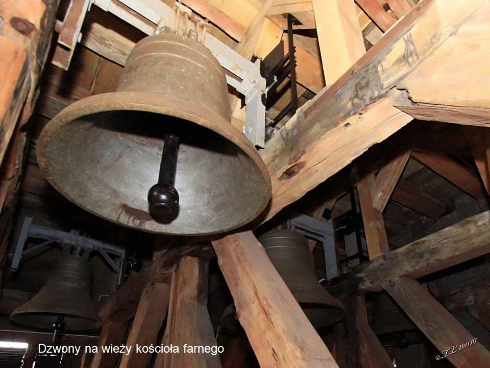 Dzwony na wieży kościoła farnego