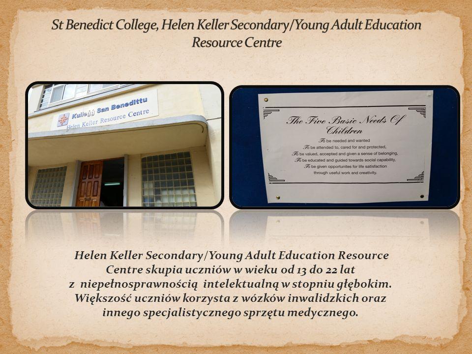 Helen Keller Secondary/Young Adult Education Resource Centre skupia uczniów w wieku od 13 do 22 lat z niepełnosprawnością intelektualną w stopniu głębokim.
