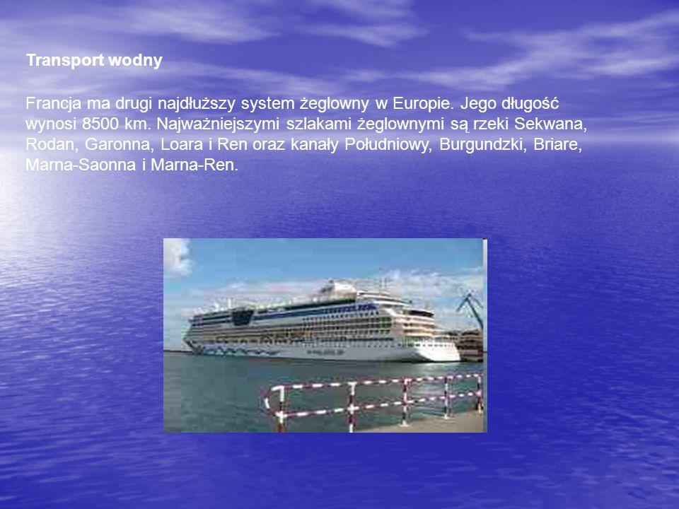 Transport wodny Francja ma drugi najdłuższy system żeglowny w Europie. Jego długość wynosi 8500 km. Najważniejszymi szlakami żeglownymi są rzeki Sekwa