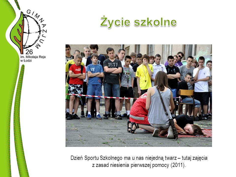 Dzień Sportu Szkolnego ma u nas niejedną twarz – tutaj zajęcia z zasad niesienia pierwszej pomocy (2011).
