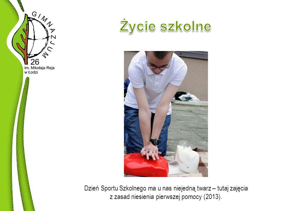 Dzień Sportu Szkolnego ma u nas niejedną twarz – tutaj zajęcia z zasad niesienia pierwszej pomocy (2013).
