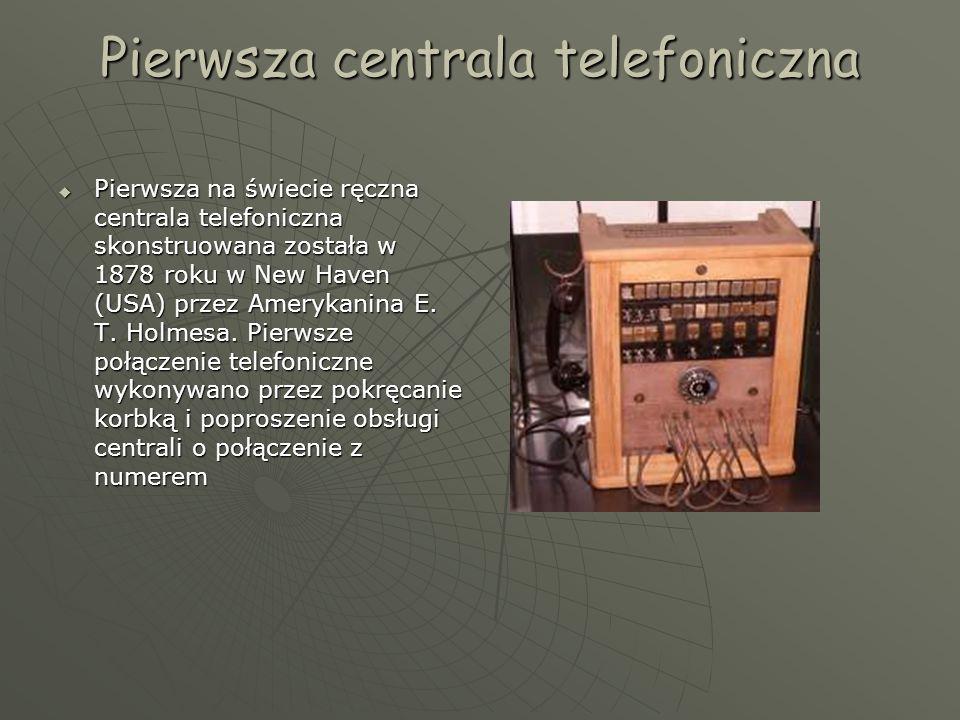 Pierwsza centrala telefoniczna  Pierwsza na świecie ręczna centrala telefoniczna skonstruowana została w 1878 roku w New Haven (USA) przez Amerykanina E.