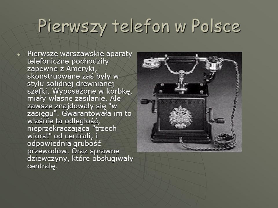 Pierwszy telefon w Polsce  Pierwsze warszawskie aparaty telefoniczne pochodziły zapewne z Ameryki, skonstruowane zaś były w stylu solidnej drewnianej szafki.