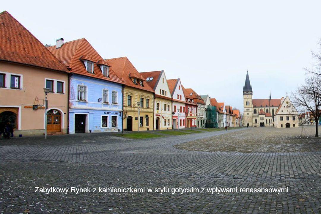 Zabytkowy Rynek z kamieniczkami w stylu gotyckim z wpływami renesansowymi