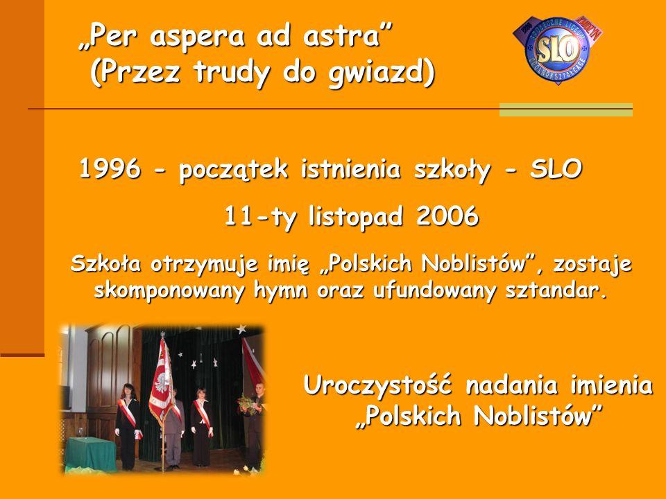 """1996 - początek istnienia szkoły - SLO 11-ty listopad 2006 Szkoła otrzymuje imię """"Polskich Noblistów"""", zostaje skomponowany hymn oraz ufundowany sztan"""