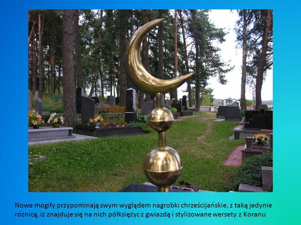 Cmentarz,,mizar w Bohonikach położony jest na wzgórzu porośniętym lasem, najstarsza inskrypcja pochodzi z 1796 roku.