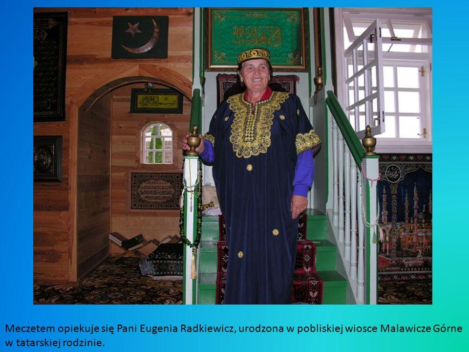 O tym, że jest to świątynia wyznawców islamu, świadczy półksiężyc na szczycie minaretu sygnaturkowego.