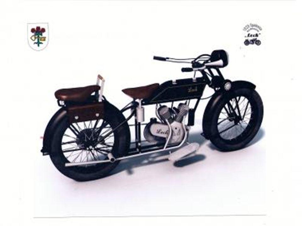 Dane techniczne (1929 rok): Silnik - dwucylindrowy w układzie widlastym, czterosuwowy, dolnozaworowy, napędzał koło tylne za pomocą łańcucha Średnica cylindra x skok tłoka/pojemność skokowa - 64 x 78 mm/500 cm3 Moc - 5 KM (3,7 kW) Skrzynia biegów - o 3 przełożeniach, sterowana ręcznie Zapłon - iskrownikowy Rama - rurowa, pojedyncza, dwie belki górne: nad - i podzbiornikowa Zawieszenie przednie - widelec trapezowy, resorowany 2 sprężynami płaskimi, z amortyzatorem skoku Zawieszenie tylne - sztywne Hamulce mechaniczne - ręczny i nożny na tylne koło (taśmowy i szczękowy) Prędkość maksymalna - około 75 km/h