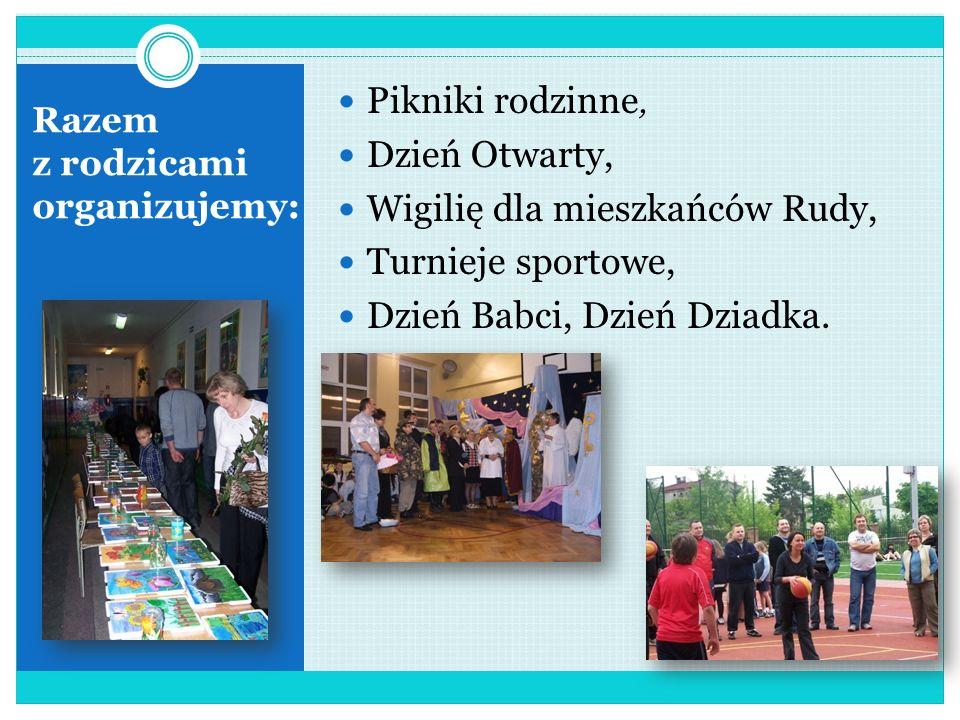 Tradycje szkoły to: Ślubowanie klas pierwszych, Dzień Komisji Edukacji Narodowej, Narodowe Święto Niepodległości, Wigilie klasowe, Jasełka, Bal Karnaw