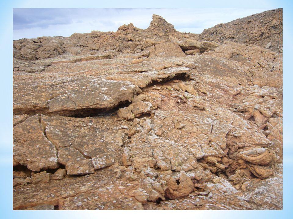 Kominy powstałe w wyniku przemieszczania się lawy.