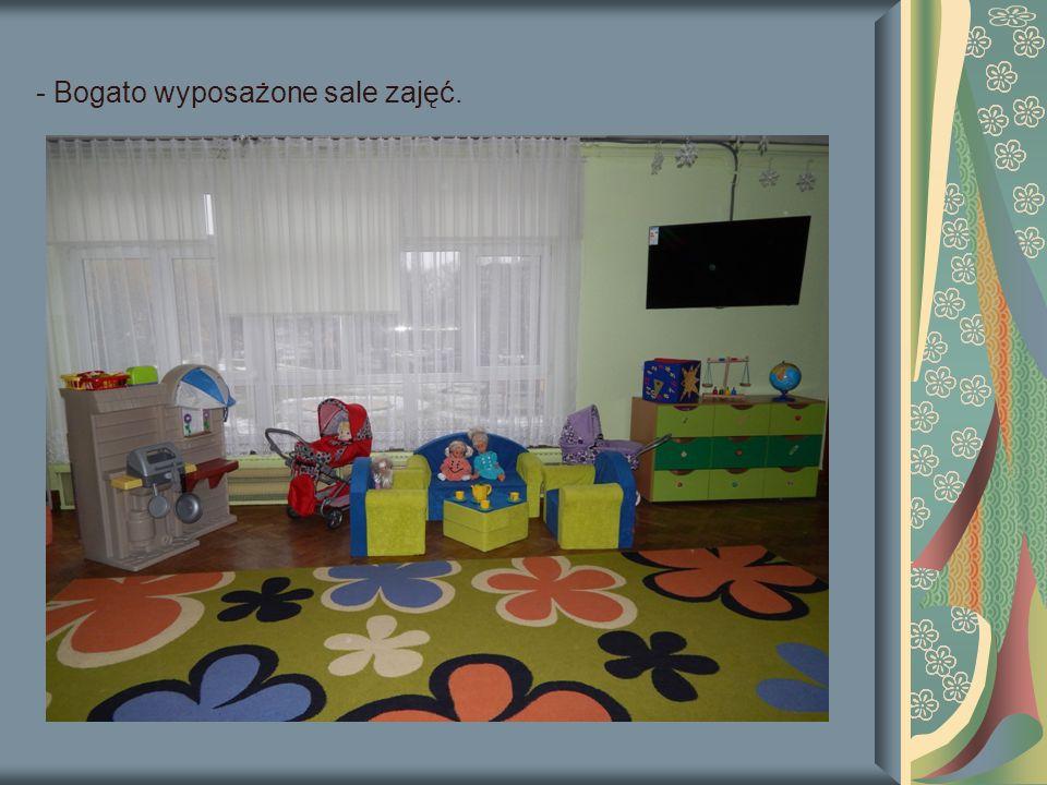 - Bogato wyposażone sale zajęć.