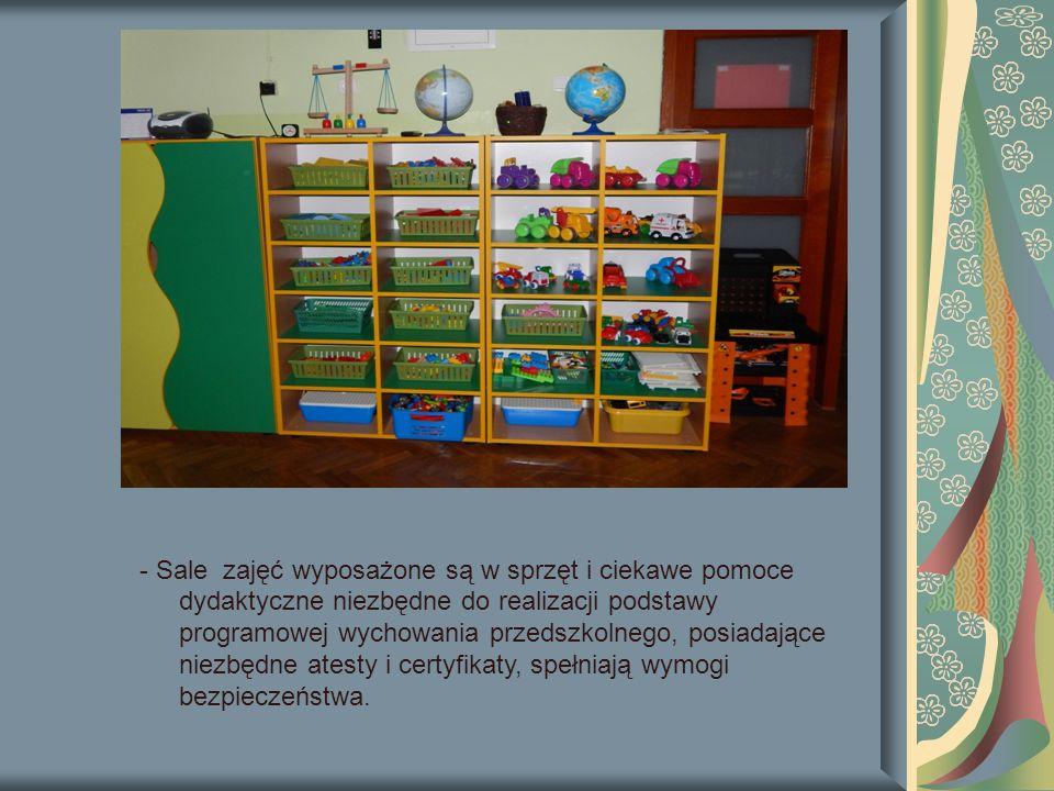 - Sale zajęć wyposażone są w sprzęt i ciekawe pomoce dydaktyczne niezbędne do realizacji podstawy programowej wychowania przedszkolnego, posiadające niezbędne atesty i certyfikaty, spełniają wymogi bezpieczeństwa.