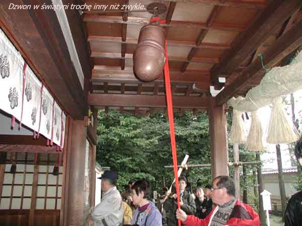 Dzwon w świątyni trochę inny niż zwykle.