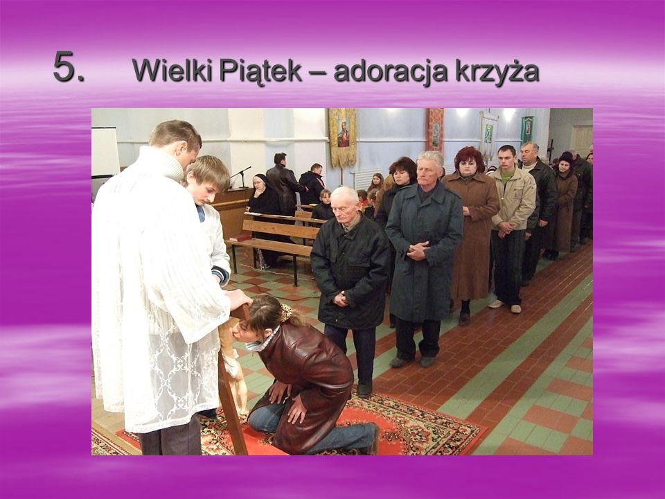 5. Wielki Piątek – adoracja krzyża 5. Wielki Piątek – adoracja krzyża