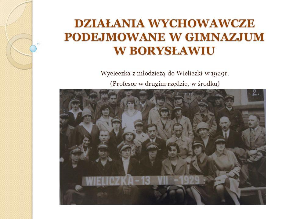 PRACA Z MŁODZIEŻĄ Roman Czernecki wraz z innymi nauczycielami, podejmował różne działania w celu budzenia u wychowanków wrażliwości na zło społeczne, biedę, bezrobocie i jego skutki.