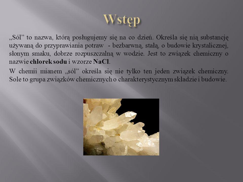 """""""Sól"""" to nazwa, którą posługujemy się na co dzień. Określa się nią substancję używaną do przyprawiania potraw - bezbarwną, stałą, o budowie krystalicz"""