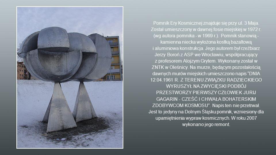 Pomnik Ery Kosmicznej znajduje się przy ul. 3 Maja. Został umieszczony w dawnej fosie miejskiej w 1972 r. (wg autora pomnika - w 1969 r.). Pomnik stan