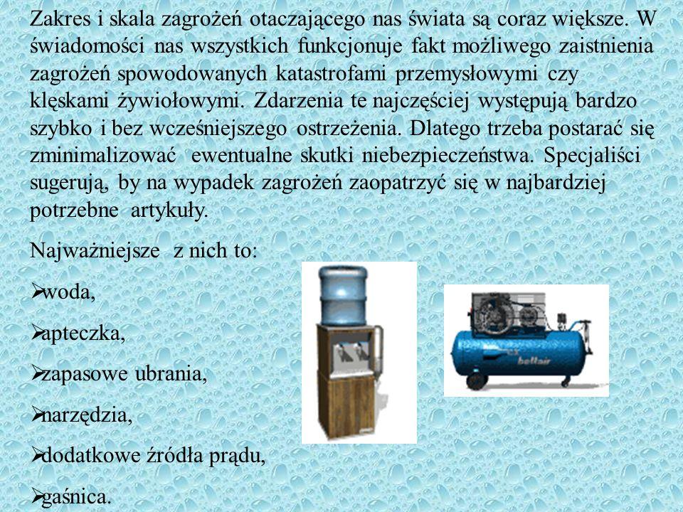 Woda, żywność (trzymaj zawsze w pogotowiu) Woda (około 3 litrów na dzień), Niepsująca się żywność (konserwy, soki, zupy w puszkach), Plastikowe naczynia i sztućce, Otwieracz do konserw, Tabletki do oczyszczania wody, Źródło gotowania.