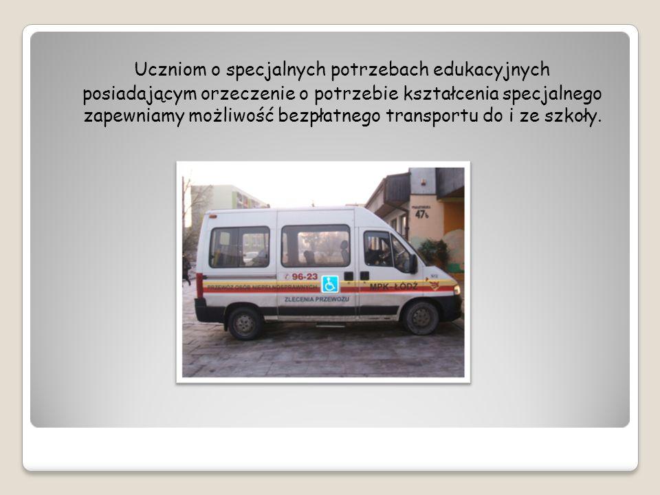 Uczniom o specjalnych potrzebach edukacyjnych posiadającym orzeczenie o potrzebie kształcenia specjalnego zapewniamy możliwość bezpłatnego transportu do i ze szkoły.