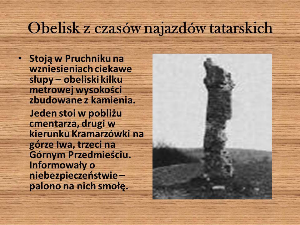 Obelisk z czasów najazdów tatarskich Stoją w Pruchniku na wzniesieniach ciekawe słupy – obeliski kilku metrowej wysokości zbudowane z kamienia. Jeden