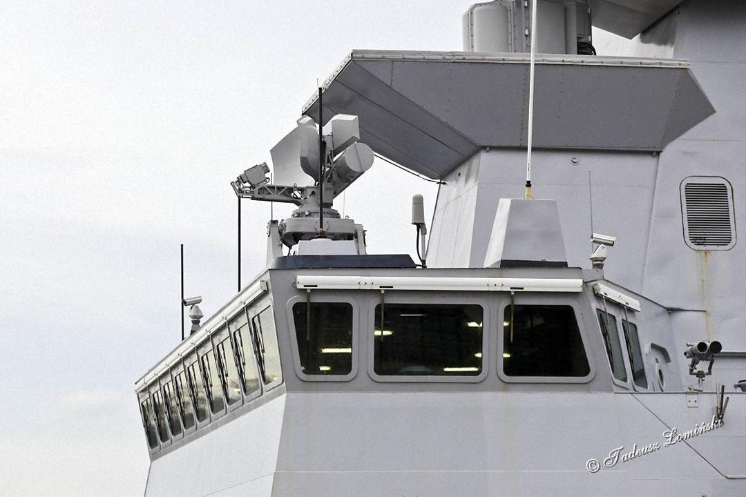 Uzbrojenie (pokazane na kolejnych slajdach): Wyposażenie do walki elektronicznej z systemem przeciwtorpedowym 48 komorowa wyrzutnia pionowa Sylver A50 dla pocisków przeciwlotniczych Aster 2 wyrzutnie Sadral pocisków przeciwlotniczych Mistral 1 wyrzutnia 8 pocisków przeciwokrętowych 3 armaty plot OTO Melara 76 mm 2 armaty OTO Melara Oerlikon 25 mm 2 wyrzutnie torped kal.