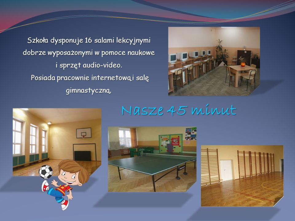 Szkoła dysponuje 16 salami lekcyjnymi dobrze wyposażonymi w pomoce naukowe i sprzęt audio-video. Posiada pracownie internetową i salę gimnastyczną. Po