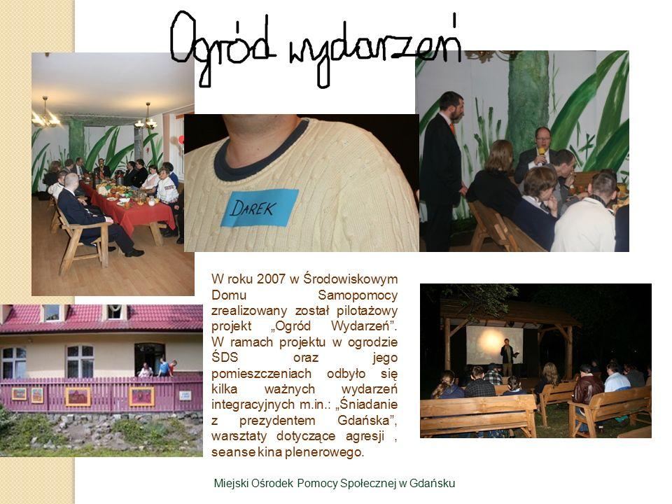 """W roku 2007 w Środowiskowym Domu Samopomocy zrealizowany został pilotażowy projekt """"Ogród Wydarzeń"""". W ramach projektu w ogrodzie ŚDS oraz jego pomies"""