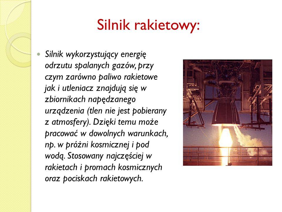 W przeciwieństwie do silnika rakietowego wykorzystuje otaczające powietrze jako masę wyrzutową a tlen zawarty w tym powietrzu jako utleniacz znajdującego się w zbiornikach pojazdu paliwa.