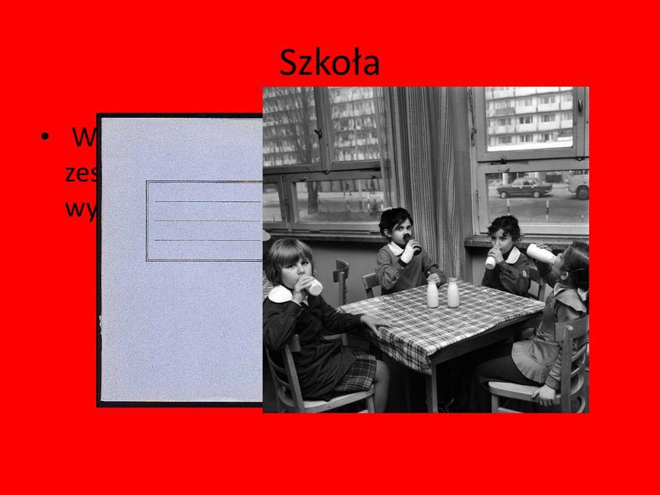 Szkoła W czasach PRL-u nie było kolorowych zeszytów czy piórników. Zeszyty były szare i wyblakłe.