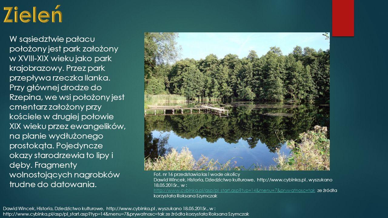 W sąsiedztwie pałacu położony jest park założony w XVIII-XIX wieku jako park krajobrazowy.