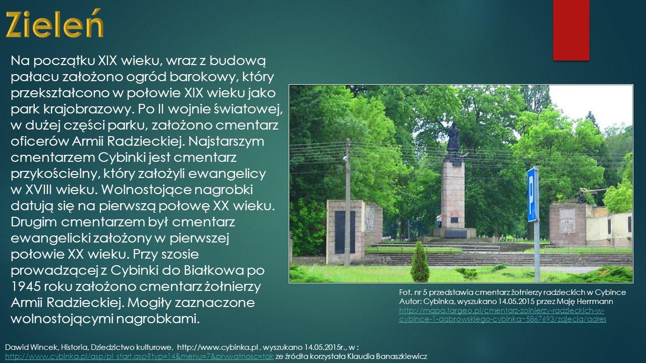 Na początku XIX wieku, wraz z budową pałacu założono ogród barokowy, który przekształcono w połowie XIX wieku jako park krajobrazowy.