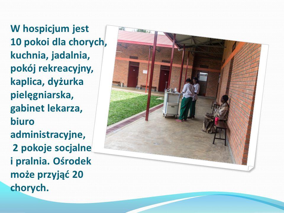 W hospicjum jest 10 pokoi dla chorych, kuchnia, jadalnia, pokój rekreacyjny, kaplica, dyżurka pielęgniarska, gabinet lekarza, biuro administracyjne, 2