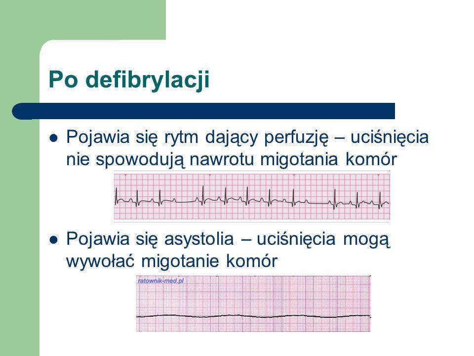 Po defibrylacji Pojawia się rytm dający perfuzję – uciśnięcia nie spowodują nawrotu migotania komór Pojawia się asystolia – uciśnięcia mogą wywołać migotanie komór