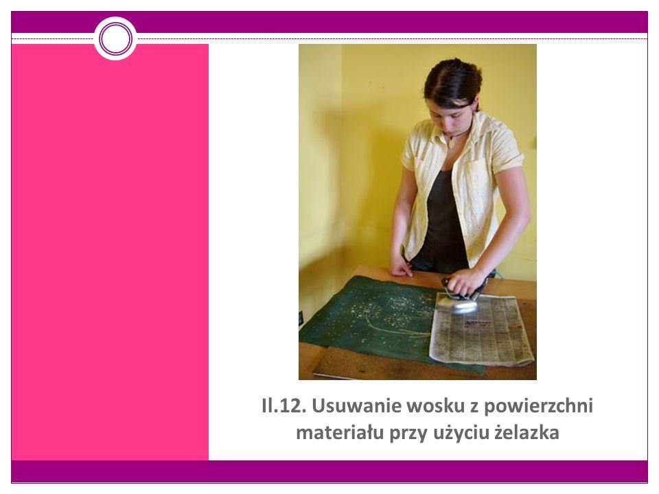 Il.12. Usuwanie wosku z powierzchni materiału przy użyciu żelazka
