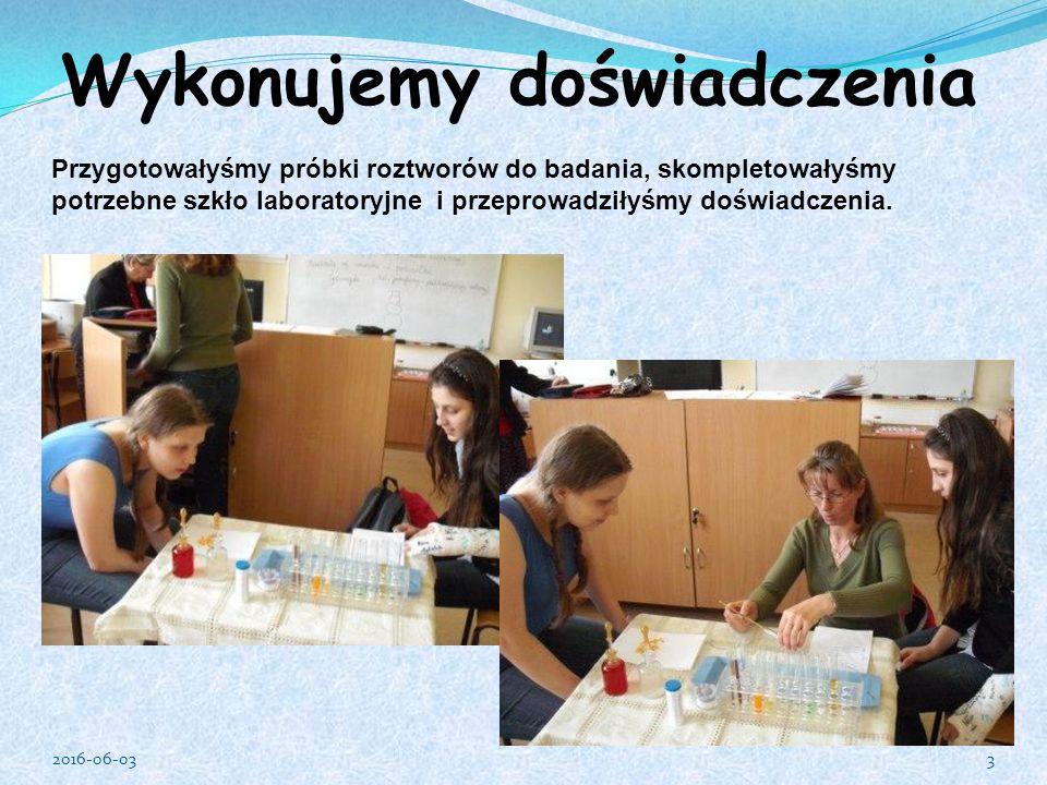 Wykonujemy doświadczenia Przygotowałyśmy próbki roztworów do badania, skompletowałyśmy potrzebne szkło laboratoryjne i przeprowadziłyśmy doświadczenia.