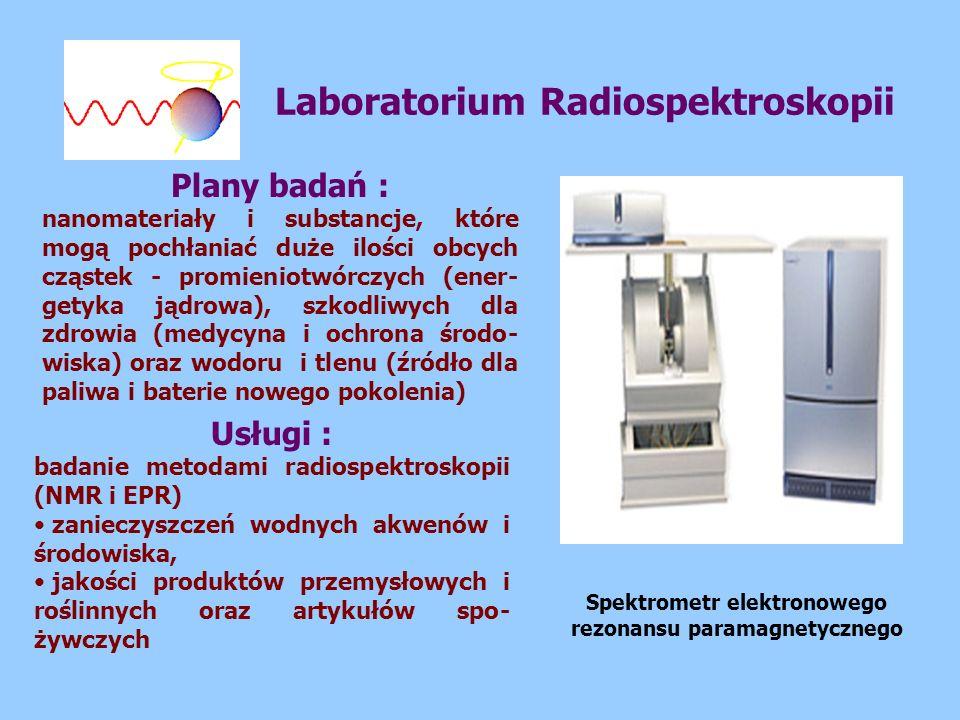 Laboratorium Radiospektroskopii Plany badań : nanomateriały i substancje, które mogą pochłaniać duże ilości obcych cząstek - promieniotwórczych (ener- getyka jądrowa), szkodliwych dla zdrowia (medycyna i ochrona środo- wiska) oraz wodoru i tlenu (źródło dla paliwa i baterie nowego pokolenia) Usługi : badanie metodami radiospektroskopii (NMR i EPR) zanieczyszczeń wodnych akwenów i środowiska, jakości produktów przemysłowych i roślinnych oraz artykułów spo- żywczych Spektrometr elektronowego rezonansu paramagnetycznego
