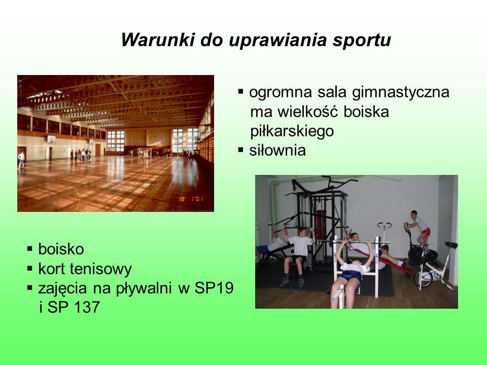 Warunki do uprawiania sportu  ogromna sala gimnastyczna ma wielkość boiska piłkarskiego  siłownia  boisko  kort tenisowy  zajęcia na pływalni w SP19 i SP 137