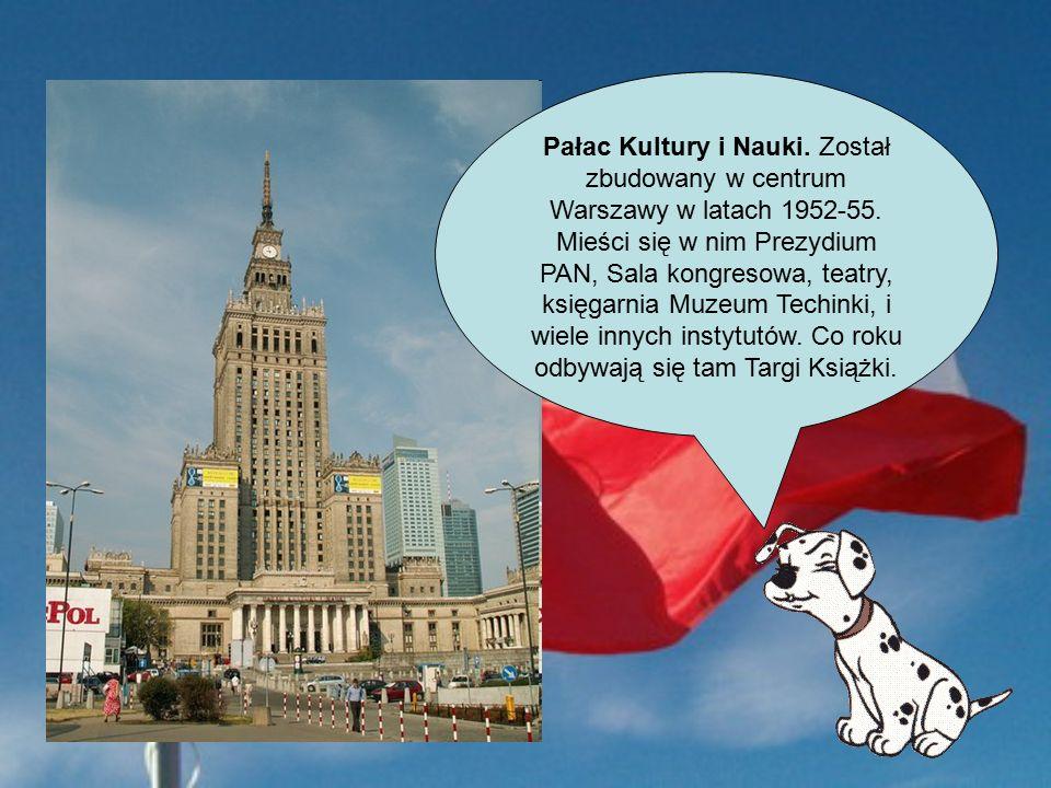 Pałac Kultury i Nauki. Został zbudowany w centrum Warszawy w latach 1952-55.