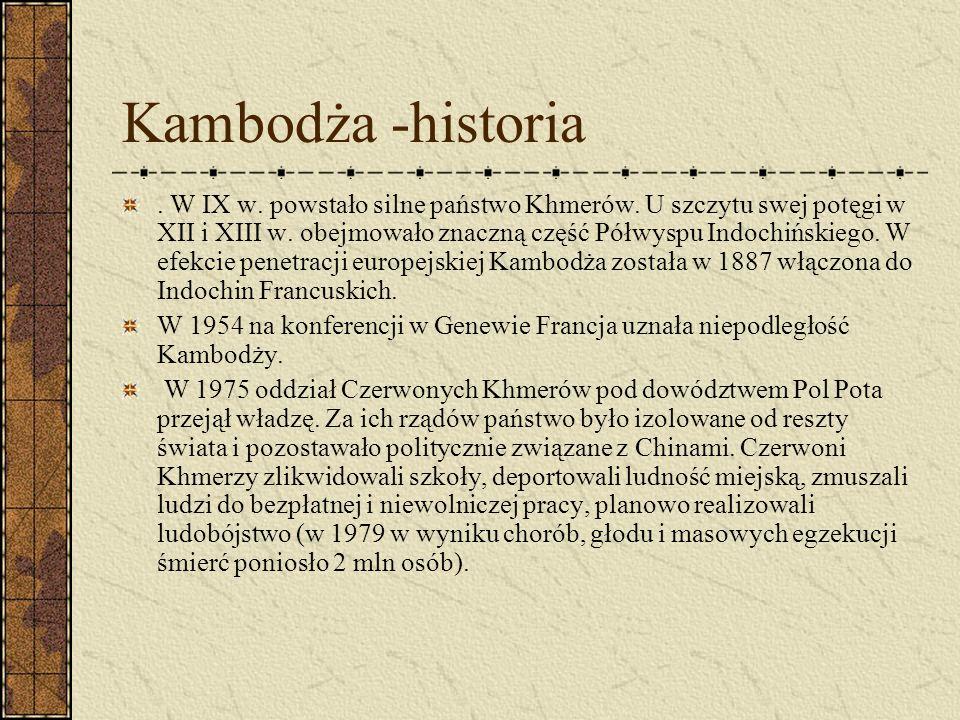 Kambodża -historia. W IX w. powstało silne państwo Khmerów. U szczytu swej potęgi w XII i XIII w. obejmowało znaczną część Półwyspu Indochińskiego. W